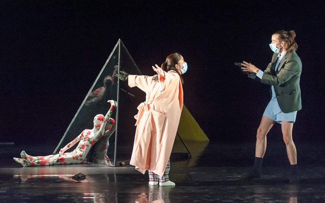 https://mireiavilasoriano.com:443/files/gimgs/th-38_So-ein-Tanz_Theater-04.jpg